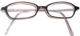 Lunettes à monture en corne. Source : http://data.abuledu.org/URI/573cdcf1-lunettes-a-monture-en-corne