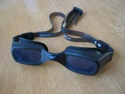 Lunettes de natation. Source : http://data.abuledu.org/URI/523cba90-lunettes-de-natation