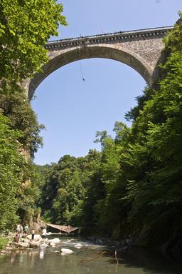 Luz Saint-Sauveur - Pont Napoléon. Source : http://data.abuledu.org/URI/524dd31b-luz-saint-sauveur-pont-napoleon