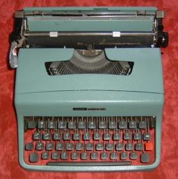 Machine à ecrire. Source : http://data.abuledu.org/URI/5040f365-machine-a-ecrire