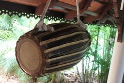 Maddalam kéralais indien. Source : http://data.abuledu.org/URI/53514598-maddalam