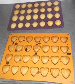 Madeleines cuites en cœurs et coquillages. Source : http://data.abuledu.org/URI/5443a32c-madeleines-cuites-en-coeurs-et-coquillages