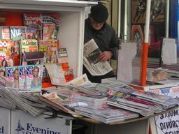 Magasin de journaux britannique. Source : http://data.abuledu.org/URI/5358fb8a-magasin-de-journaux-britannique