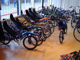 Magasin de vélos couchés. Source : http://data.abuledu.org/URI/51fb5c19-magasin-de-velos-couches