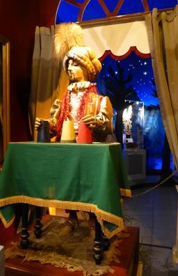 Magicien au musée des automates. Source : http://data.abuledu.org/URI/58221f59-magicien-au-musee-des-automates