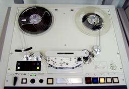 Magnétophone. Source : http://data.abuledu.org/URI/517fc89f-magnetophone