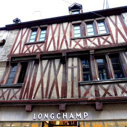 Maison à encorbellement à Dijon. Source : http://data.abuledu.org/URI/59d46d4f-maison-a-encorbellement-a-dijon