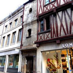 Maison à encorbellement et façade Renaissance à Dijon. Source : http://data.abuledu.org/URI/59d46dd2-maison-a-encorbellement-et-facade-renaissance-a-dijon