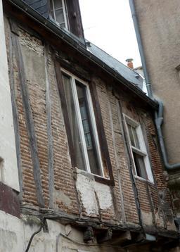 Maison à étage à colombage du Passage du Coeur Navré à Tours. Source : http://data.abuledu.org/URI/55ddbf20-maison-a-etage-a-colombage-du-passage-du-coeur-navre-a-tours