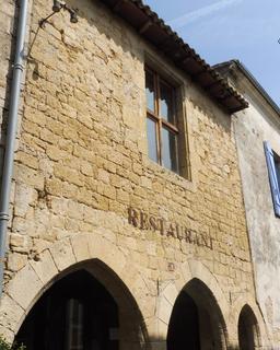 Maison ancienne à Saint-Macaire-33. Source : http://data.abuledu.org/URI/599a9886-maison-ancienne-a-saint-macaire-33