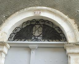 Maison ancienne à Saint-Macaire-33. Source : http://data.abuledu.org/URI/599a9ddf-maison-ancienne-a-saint-macaire-33