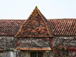 Maison avec pigeonnier en Dordogne. Source : http://data.abuledu.org/URI/536b1f4a-maison-avec-pigeonnier-en-dordogne