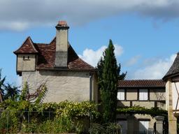 Maison avec pigeonnier en Dordogne. Source : http://data.abuledu.org/URI/536b2066-maison-avec-pigeonnier-en-dordogne