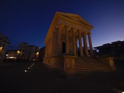 Maison carrée de Nîmes. Source : http://data.abuledu.org/URI/56dab53b-maison-carree-de-nimes