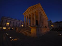 Maison carrée de Nîmes. Source : http://data.abuledu.org/URI/56dab5cb-maison-carree-de-nimes