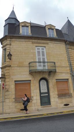 Maison de ville à Montignac-24. Source : http://data.abuledu.org/URI/5994de47-maison-de-ville-a-montignac-24