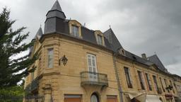 Maison de ville à Montignac-24. Source : http://data.abuledu.org/URI/5994de7f-maison-de-ville-a-montignac-24