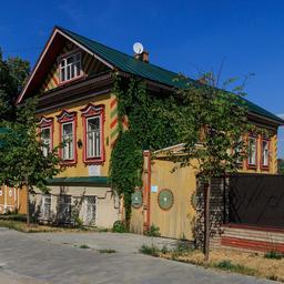 Maison en bois russe traditionnelle à Kazan. Source : http://data.abuledu.org/URI/58ceed71-maison-en-bois-russe-traditionnelle-a-kazan