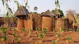 Maison et potager à Koussoukoingou. Source : http://data.abuledu.org/URI/54d3e2f8-maison-et-potager-a-koussoukoingou