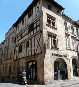 Maison médiévale à Bordeaux. Source : http://data.abuledu.org/URI/5827887e-maison-medievale-a-bordeaux