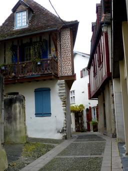 Maison médiévale à colombage à Salies-de-Béarn. Source : http://data.abuledu.org/URI/586624c3-maison-medievale-a-colombage-a-salies-de-bearn