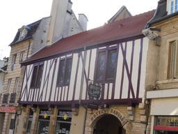 Maison médiévale à Dijon. Source : http://data.abuledu.org/URI/59269216-maison-medievale-a-dijon