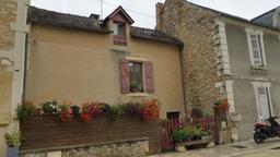 Maison médiévale à Montignac-24. Source : http://data.abuledu.org/URI/5994ea37-maison-medievale-a-montignac-24