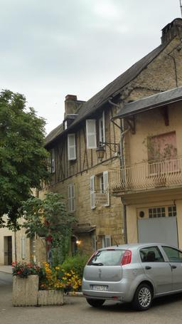 Maison médiévale de Montignac-24. Source : http://data.abuledu.org/URI/5994e95e-maison-medievale-de-montignac-24