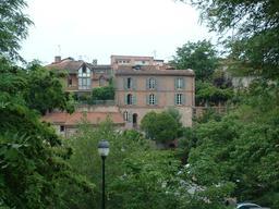 Maison rose en briques à Albi. Source : http://data.abuledu.org/URI/596d6977-maison-rose-en-briques-a-albi