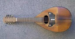 Mandoline. Source : http://data.abuledu.org/URI/50d1ea92-mandoline-