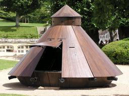 Maquette de char de combat par Léonard de Vinci. Source : http://data.abuledu.org/URI/54b99424-maquette-de-char-de-combat-par-leonard-de-vinci