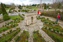 Maquette de l'Arc de Triomphe à France Miniature. Source : http://data.abuledu.org/URI/5645b460-maquette-de-l-arc-de-triomphe-a-france-miniature