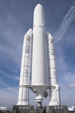 Maquette de la fusée Ariane 5. Source : http://data.abuledu.org/URI/534bd8a3-maquette-de-la-fusee-ariane-5