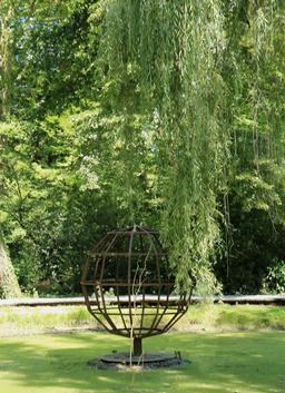 Maquette de la sphère de Campanus au Clos Lucé. Source : http://data.abuledu.org/URI/55cdeb95-maquette-de-la-sphere-de-campanus-au-clos-luce
