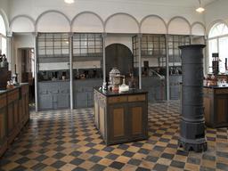 Maquette de laboratoire de chimie. Source : http://data.abuledu.org/URI/591b7a3f-maquette-de-laboratoire-de-chimie