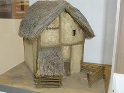 Maquette de maison gauloise. Source : http://data.abuledu.org/URI/5827edb7-maquette-de-maison-gauloise-