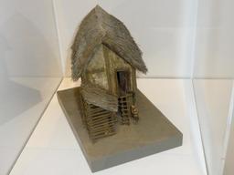 Maquette de maison gauloise. Source : http://data.abuledu.org/URI/5827edf0-maquette-de-maison-gauloise-