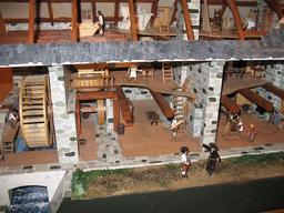 Maquette de moulin à eau. Source : http://data.abuledu.org/URI/508d62cf-maquette-de-moulin-a-eau