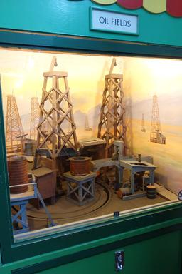 Maquette de puits de pétrole au Musée Mécanique de San Francisco. Source : http://data.abuledu.org/URI/587ba640-maquette-de-puits-de-petrole-au-musee-mecanique-de-san-francisco