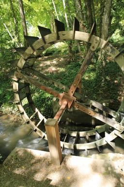 Maquette de roue à aubes au Clos Lucé. Source : http://data.abuledu.org/URI/55cd1914-maquette-de-roue-a-aubes-au-clos-luce