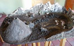 Maquette de site volcanique. Source : http://data.abuledu.org/URI/591bcbd2-maquette-de-site-volcanique