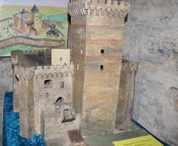 Maquette du château de Mauvezin. Source : http://data.abuledu.org/URI/54b839c5-maquette-du-chateau-de-mauvezin-