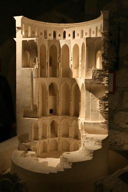 Maquette du donjon du Château de Coucy. Source : http://data.abuledu.org/URI/543ee93e-maquette-du-donjon-du-chateau-de-coucy