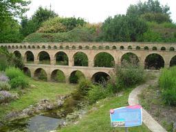 Maquette du Pont du Gard à France Miniature. Source : http://data.abuledu.org/URI/5645ae70-maquette-du-pont-du-gard-a-france-miniature