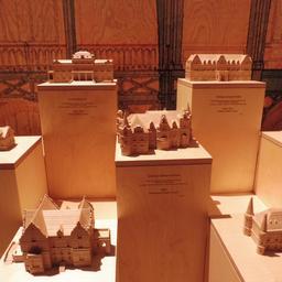 Maquettes de grands châteaux girondins à la Cité du Vin. Source : http://data.abuledu.org/URI/59f2cb9d-maquettes-de-grands-chateaux-girondins-a-la-cite-du-vin