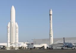 Maquettes des fusées Ariane 1 et Ariane 5. Source : http://data.abuledu.org/URI/534bd845-maquettes-des-fusees-ariane-1-et-ariane-5