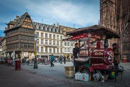 Marchand de marrons chauds à Strasbourg. Source : http://data.abuledu.org/URI/5278564b-marchand-de-marrons-chauds-a-strasbourg