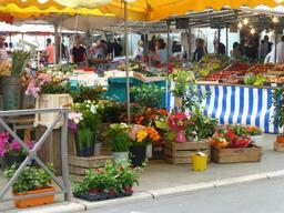 Marché à La Rochelle. Source : http://data.abuledu.org/URI/5821fd32-marche-a-la-rochelle