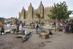 Marché de Djenné. Source : http://data.abuledu.org/URI/52d15c47-marche-de-djenne