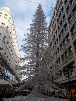 Marché de Noël à Budapest. Source : http://data.abuledu.org/URI/585db3b4-marche-de-noel-a-budapest